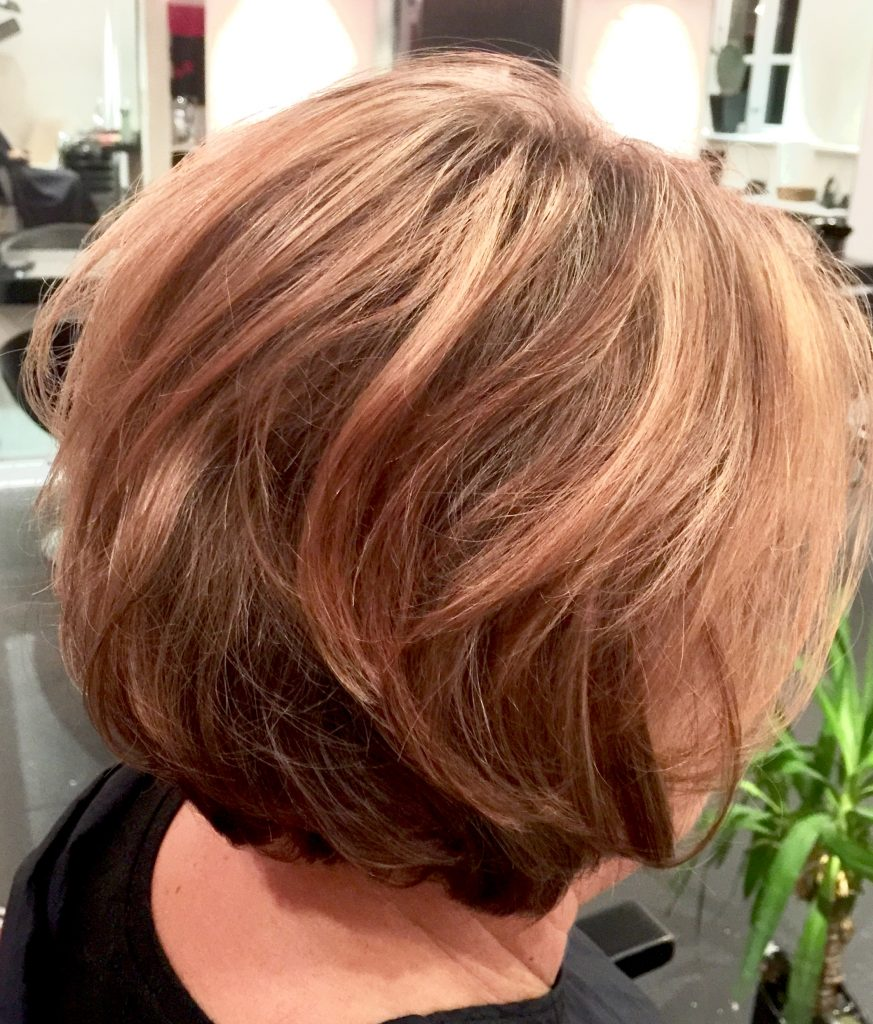 skulderlangt hår frisører