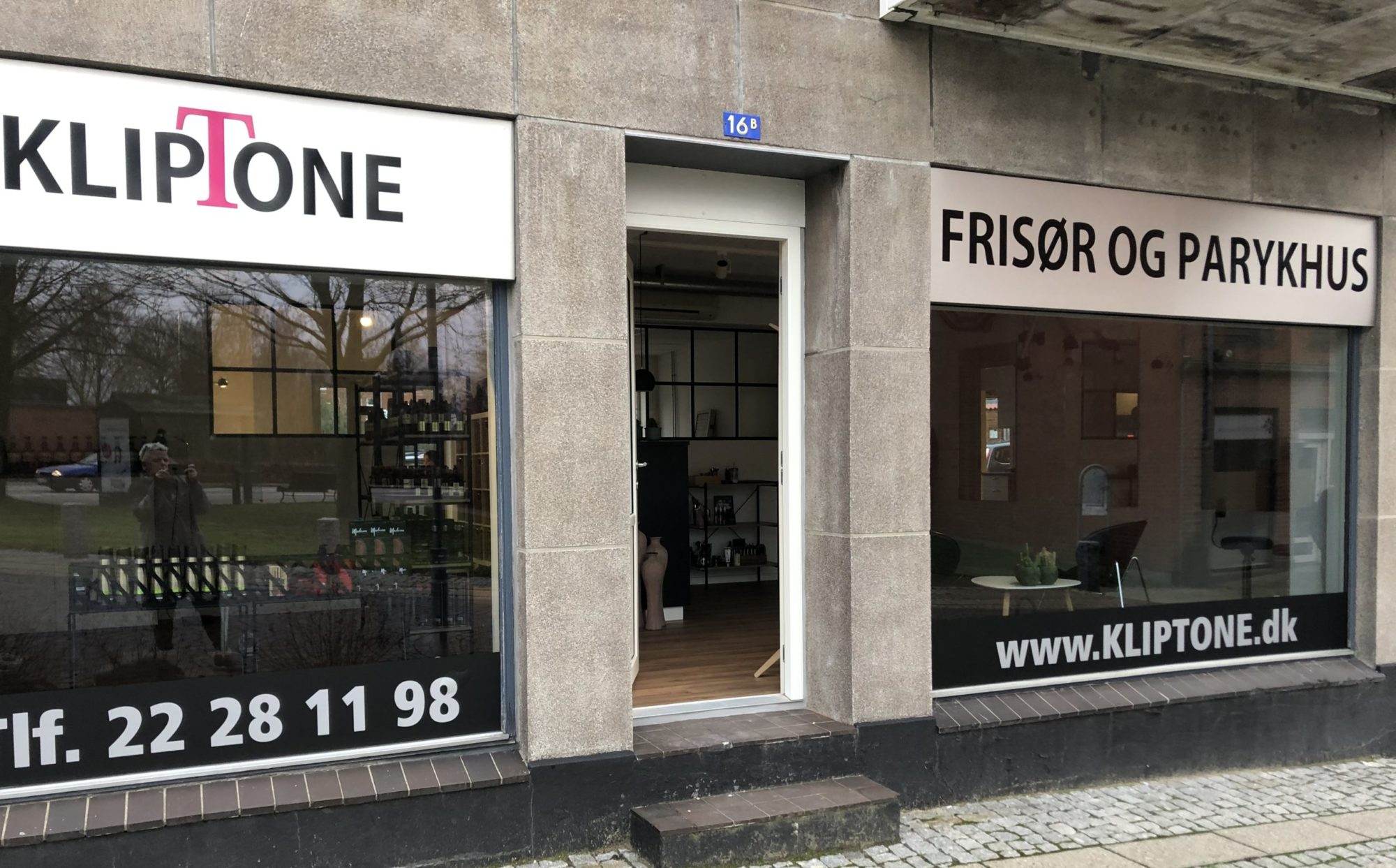 KLIPTONE - SKIVE / FRISØR OG PARYKHUS  - VESTERGADE 16B - TELE.22 28 11 98